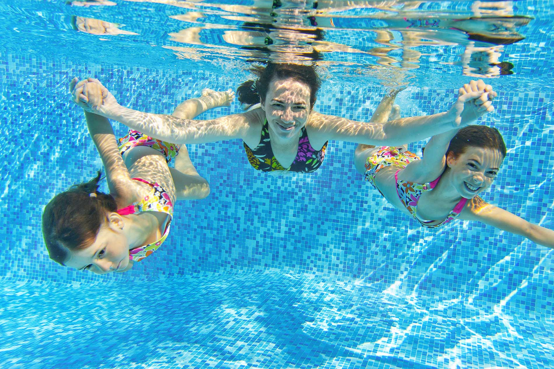 Photo of an Aupair swimming with two children